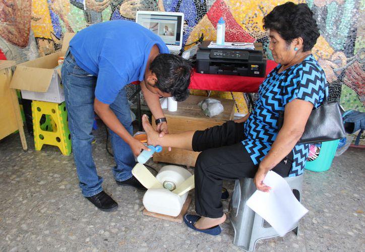 Por segunda ocasión en el año, se realizó la campaña titulada 'Vive sin osteoporosis'. (Joel Zamora/SIPSE)