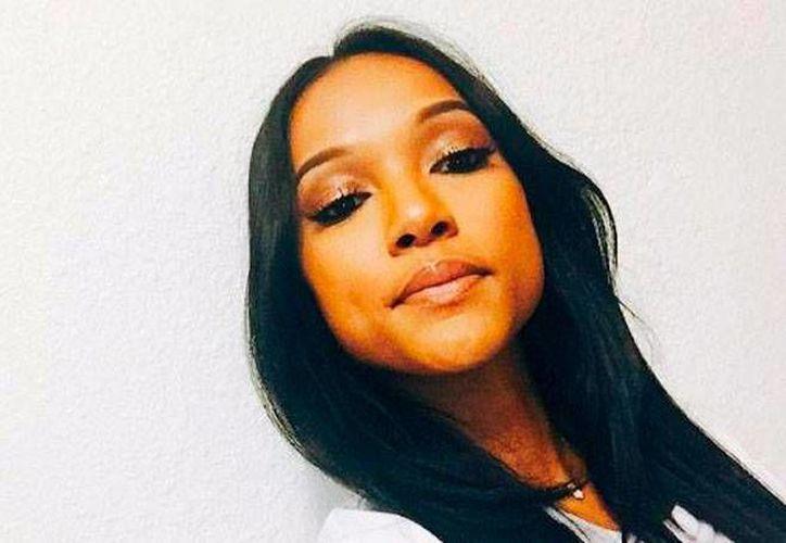 La modelo Karrueche Tran  (foto) simplemente mandó a volar al rapero Chris Brown porque se enteró de que el cantante será papá con otra mujer. (Twitter @Karueche)