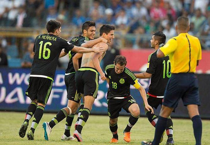 Jurgen Damm celebra su gol al minuto 72 que dejó el marcador final en el estadio de San Pedro Sula. (Mexsport)