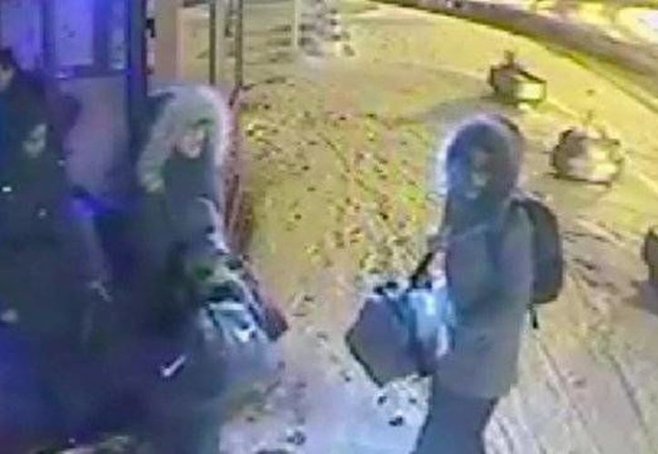 Las tres jóvenes, dos de 15 años y una de 16, habrían sido adoctrinadas para convertirse en extremistas islámicas. (Captura de pantalla/YouTube)