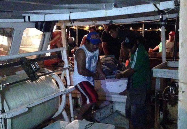 Este domingo por la mañana falleció Eleazar Euan Tun, tripulante del barco langostero  Propemex Y 1G, y por la tarde murió Miguel Eduardo Cervera Sosa, también en altamar (foto), aunque a bordo del barco Cobra VI. (Fotos: Gerardo Keb/Milenio Novedades)