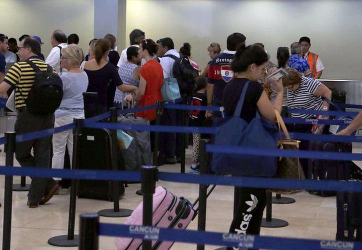A lo largo del año, la terminal aérea ha registrado un incremento de 10 por ciento en las operaciones. (Tomás Álvarez/SIPSE)