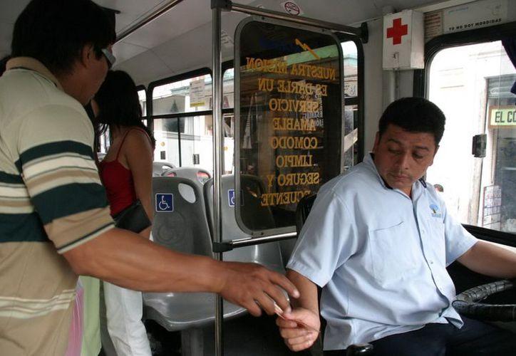 """Estudiante que no renueve """"vigencia"""" , pagará la tarifa normal por el servicio de transporte urbano"""". (Archivo/Milenio)."""