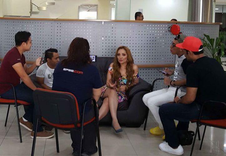 La cantante regiomontana fue entrevistada en las instalaciones de Novedades Quintana Roo. (Jocelyn Díaz/SIPSE)