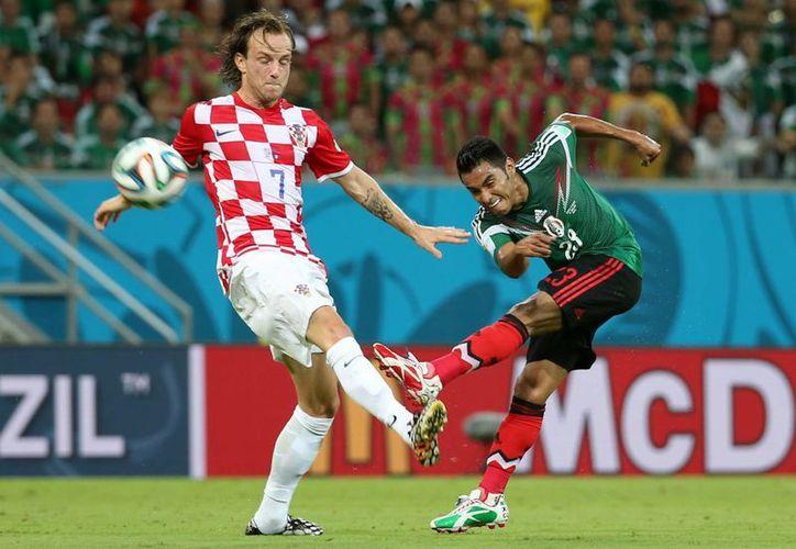 'El Gallo' Vázquez tendrá que ver el partido de México vs Holanda desde la banca debido a una suspensión. (Notimex)