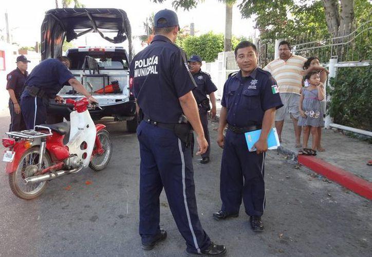 Una motociclista tuvo un feliz accidente del cual salió ilesa y además obtuvo 2 mil pesos.  (Redacción/SIPSE)