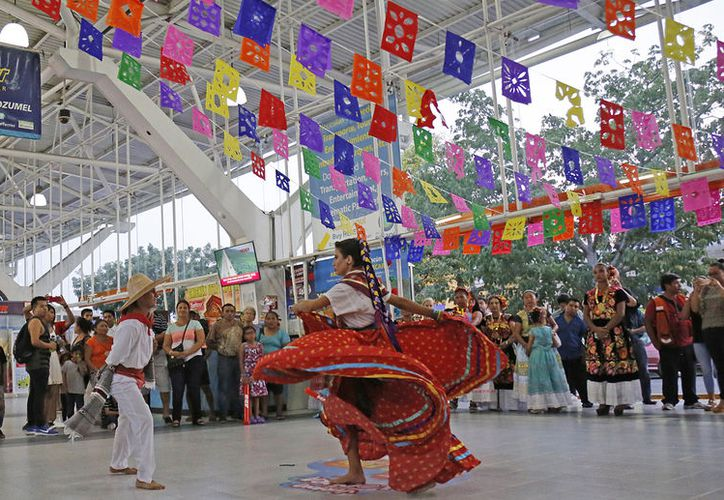 El color, la música, la danza y el orgullo de las raíces y tradiciones se plasmaron en cada interpretación folclórica. (Foto: Jesús Tijerina)
