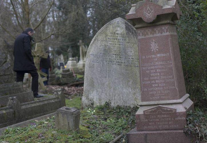La tumba del podólogo Isachar Zacharie en el Cementerio Highgate en Londres. (Agencias)