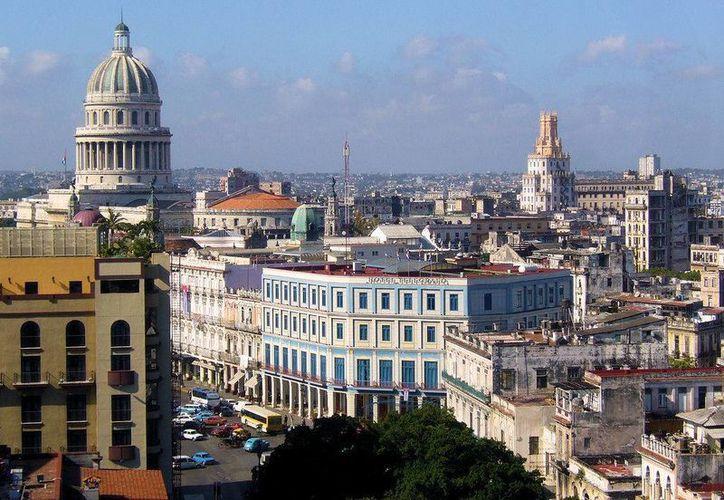 El gobierno mexicano ha abierto una línea de crédito a través de Bancomext para que las empresas mexicanas y yucatecas que deseen incursionar en Cuba puedan obtener financiamiento. La imagen, de la capital cubana, se utiliza con fines estrictamente referenciales. (venamimundo.com)