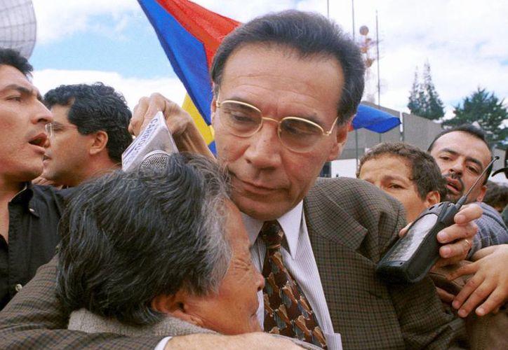 Mahuad dejó el poder en el año 2000 tras una revuelta social por la severa crisis económica que padecía Ecuador. (tengrinews.kz)