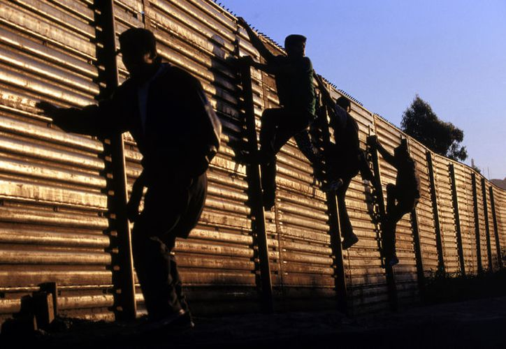 Según el informe, los inmigrantes pagaron mil 700 millones de dólares en impuestos estatales y locales en 2014. (Internet/Contexto)