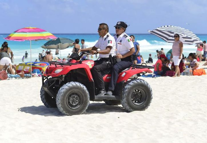 Las autoridades también implementaron recorridos en las playas. (Eric Galindo/SIPSE)