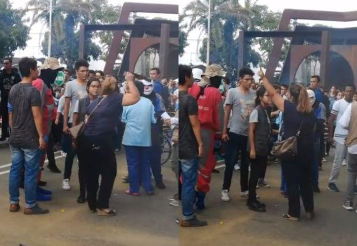 Luego de pasar una barricada, la madre fue grabada mientras gritaba el nombre de su hijo y le recordaba que le había pedido que no fuera a la manifestación. (Debate)