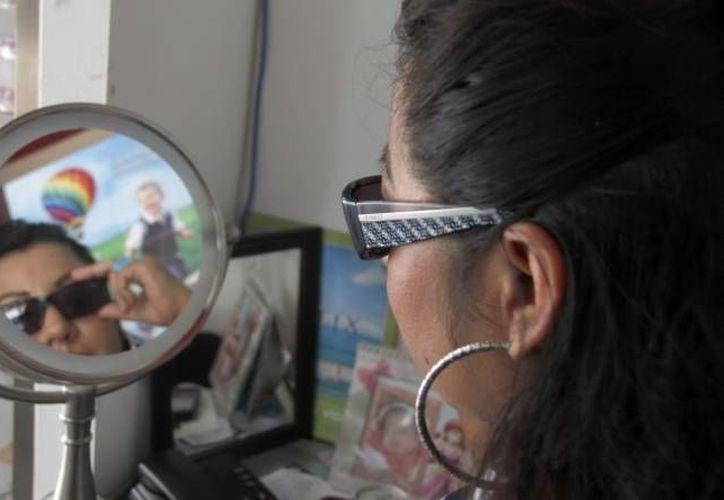 Recomiendan el uso de lentes oscuros para proteger los ojos con conjutivitis. (Milenio Novedades)