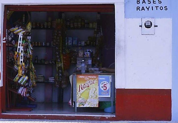 Los créditos son para impulsar, entre otros negocios, tiendas de abarrotes, como la de la imagen. (SIPSE)