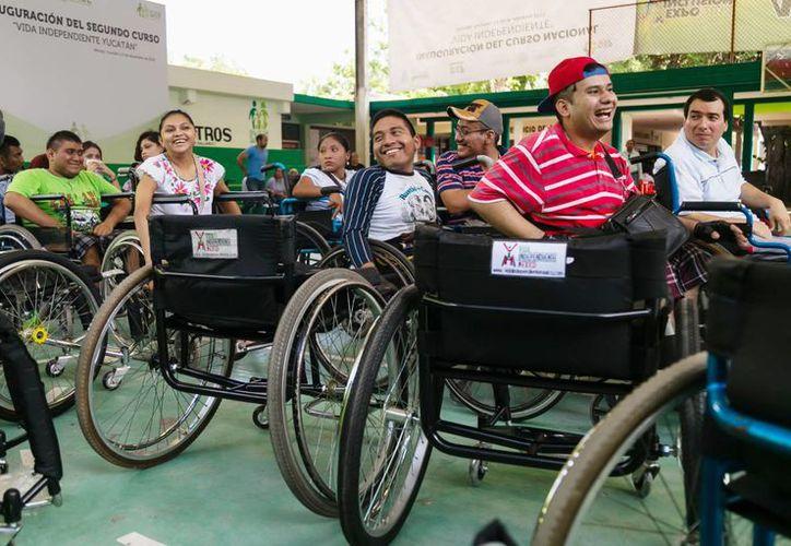 Decenas de personas en silla de ruedas participan en el programa 'Vida independiente Yucatán'. (Milenio Novedades)