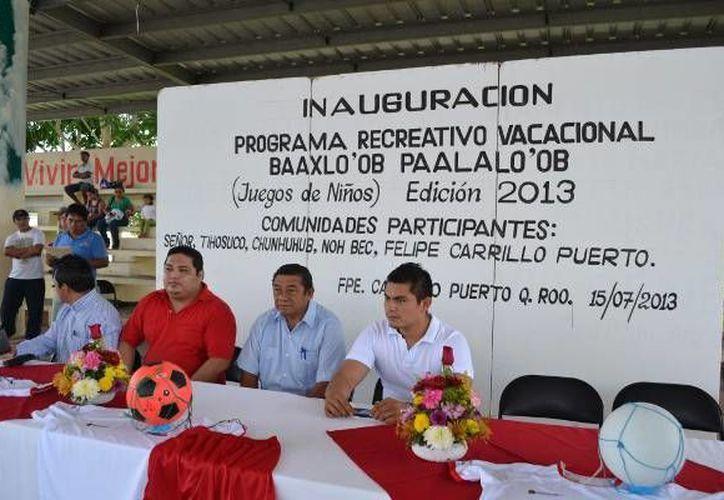 Autoridades presentaron el programa infantil en el domo deportivo de la colonia Cecilio Chi. (Archivo/SIPSE)