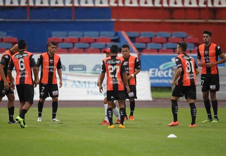 Los jugadores continúan con trabajos de preparación. (Ángel Mazariego/SIPSE)