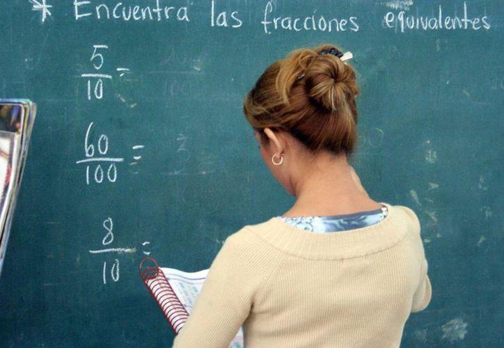 Profesores recibirán premio económico por el buen desempeño de sus alumnos en la prueba Enlace. (Milenio Novedades)