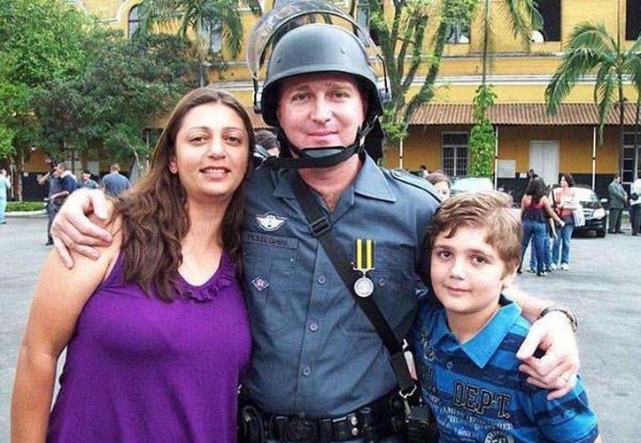 Ambos padres eran policías, por eso tenía pistolas en la casa. (infobae.com)