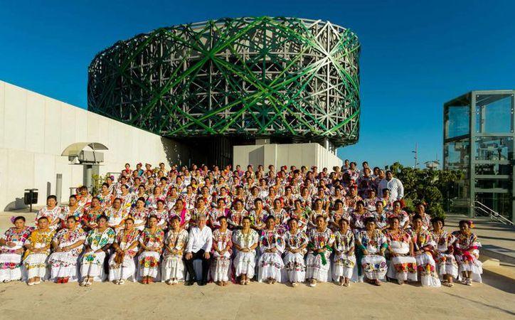El evento al que acudieron autoridades de los DIF municipales de Yucatán se realizó en el Gran Museo del Mundo Maya. (Milenio Novedades)