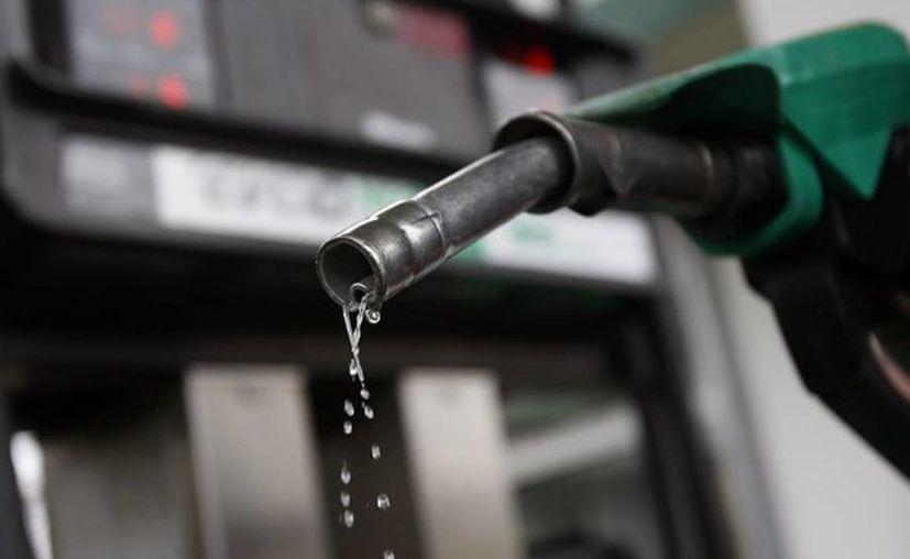 Hacienda informó que el precio de la gasolina se liberará sólo en las regiones donde haya competitividad. (elinpc.com.mx)