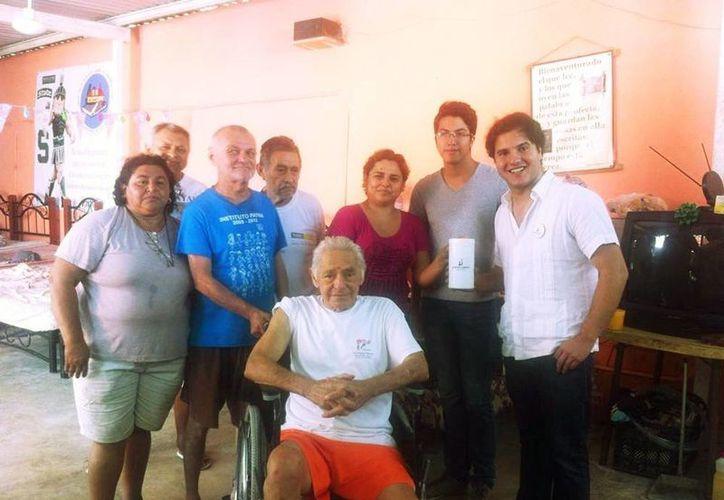 En la imagen algunos de los adultos de la tercera edad que se encuentran en el albergue Los Abuelos. (Milenio Novedades)