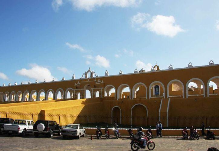 Izamal forma parte de la iniciativa 'Las 10 cuadras más prósperas de México'. Promotores presentaron el proyecto a diversos funcionarios de la presidencia municipal. (Archivo/SIPSE)