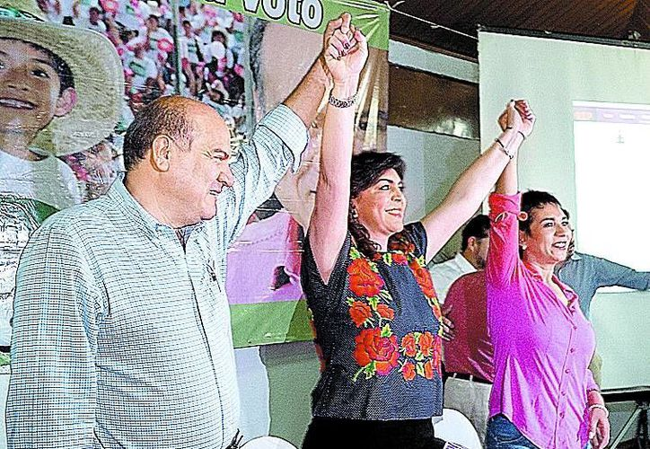 La exgobernadora de Yucatán acompañó al candidato del PRI a la capital oaxaqueña Javier Villicaña. (Milenio Novedades)