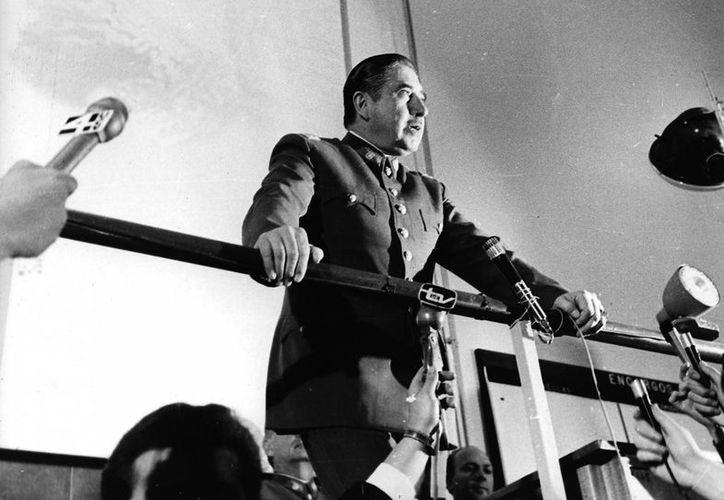 Pinochet tenía un documento preparado para que otros generales firmaran. (Agencias)