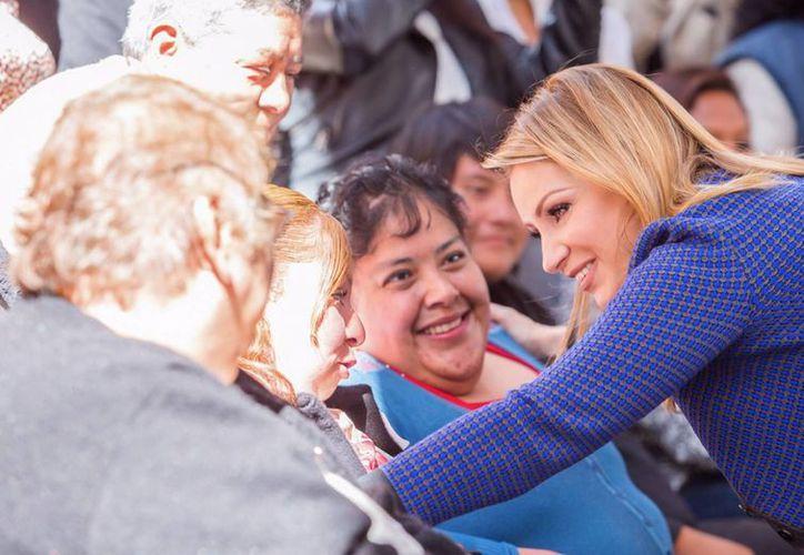 En el marco del Día Mundial contra el Cáncer de Mama, la presidenta del Consejo Ciudadano Consultivo del DIF Nacional, Angélica Rivera, instó a las mujeres a prevenir esta enfermedad que cada año cobra la vida de miles de pacientes en el país. (Notimex)