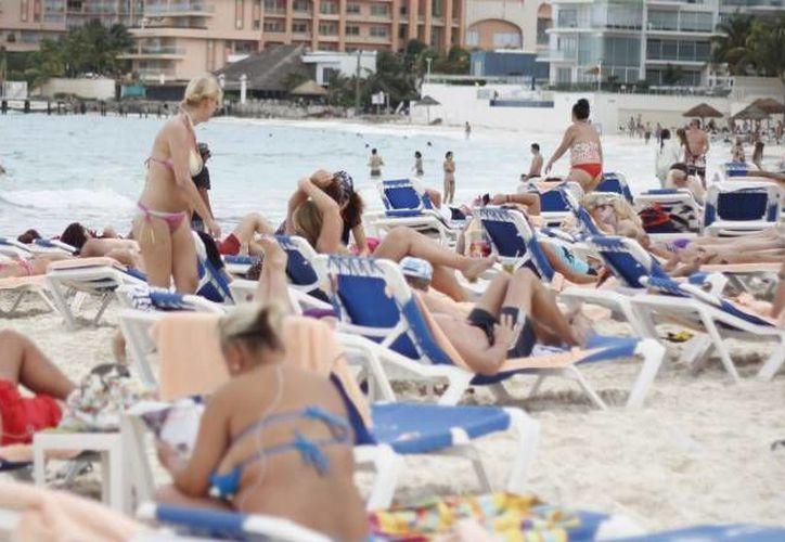 Las autoridades en materia de turismo prevén que Quintana Roo tendrá un crecimiento de 5 % anual en turismo.  (Archivo/SIPSE)