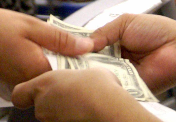 Se estima al año, los mexicanos gastan en Arizona unos dos mil 700 millones de dólares. (EFE/Archivo)