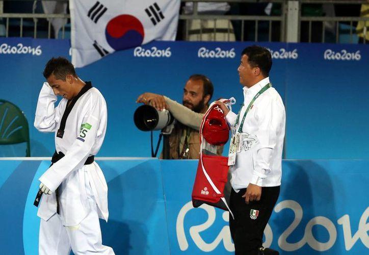 El mexicano Carlos Navarro se quedó sin posibilidad de medallas al caer en el repechaje, la noche de este miércoles. (Notimex)
