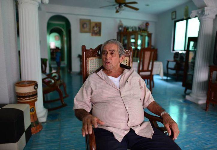 """""""Les pido a mis compañeros que sigamos unidos y trabajando, ya que antes era la ley del más fuerte, ahora estamos ordenados, en paz"""", dijo José Asunción May."""