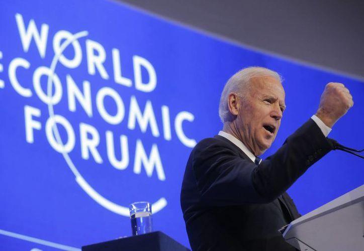 El vicepresidente de Estados Unidos, Joe Biden, durante su discurso en el segundo día de la reunión anual del Foro Económico Mundial en Davos. (AP/Michel Euler)