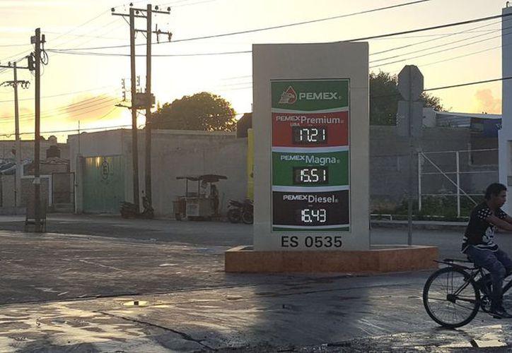Con estos precios amanecieron las gasolinas y el diesel en la zona de Progreso. (Gerardo Keb/Milenio Novedades)