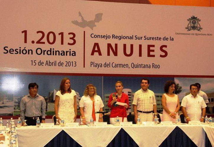 La secretaria de Educación, Sara Latife Ruiz Chávez, presidió el evento. (Redacción/SIPSE)