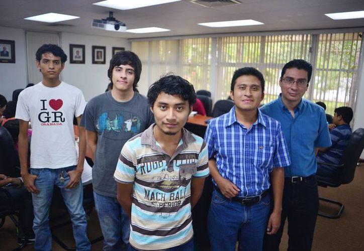 """Nuevos rostros de la Física que representan a Yucatán, se dicen orgullosos de contribuir a esta ciencia """"extraordinaria"""". (Milenio Novedades)"""