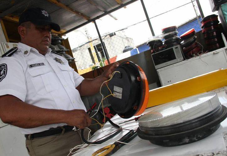 """Los nuevos semáforos ubicados en la glorieta """"El Ceviche"""" y el Crucero no han presentado daños. (Consuelo Javier/SIPSE)"""
