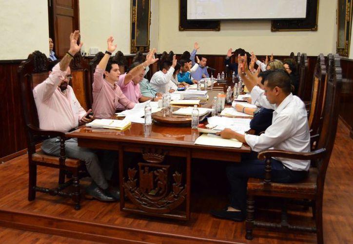 Regidores del PRI acusan a sus colegas del PAN de imponer el mayoriteo. (SIPSE/Archivo)