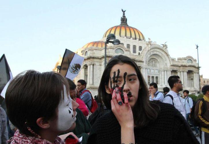 La iniciativa 'antimarchas' ocurre en medio de multitudinarias manifestaciones por la desaparición de los 43 normalistas de Ayotzinapa. (Archivo/Notimex)