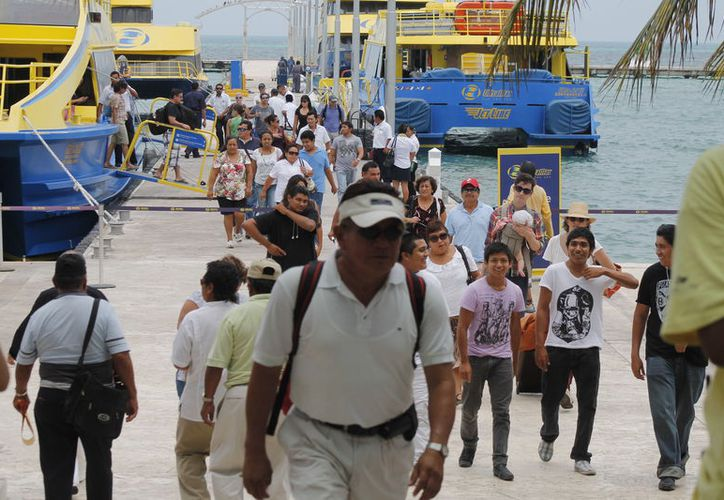 Ultramar da servicio de cruces hacia Isla Mujeres y Cozumel. (Sergio Orozco/SIPSE)