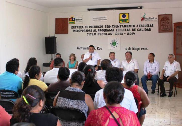 El evento tuvo lugar en la sala de juntas del Ayuntamiento. (Raúl Balam/SIPSE)