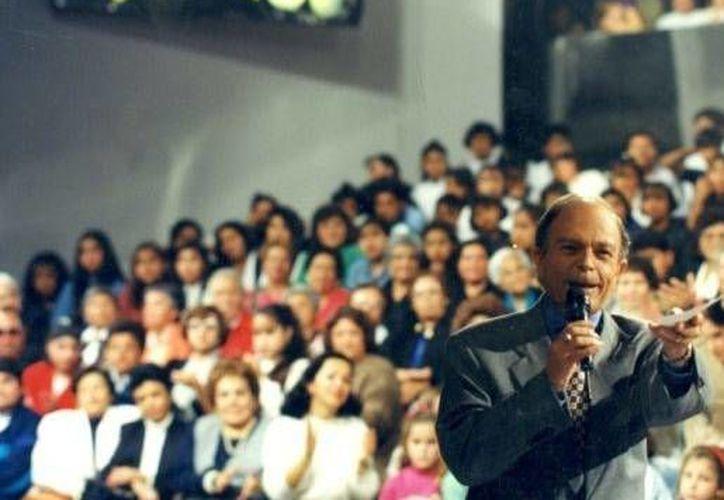 Raúl Velasco condujo durante 28 años 'Siempre en Domingo', programa de Televisa meramente musical. (televisa.com)