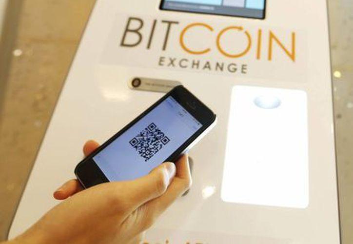 Con esta moneda virtual se reducen los costos en las transacciones, que se hacen directamente entre comprador y vendedor. (Archivo/EFE)