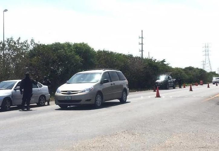 El retén a la entrada y salida de Progreso fue instalado desde temprana hora. (Óscar Pérez/SIPSE)