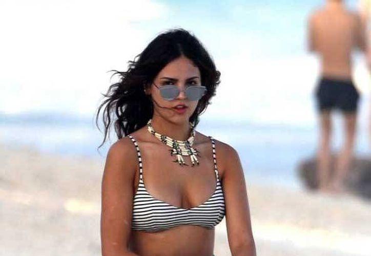 Eiza González presumió cuerpazo en bikini y mostró el penoso accidente que sufrió. (Contexto/Internet)