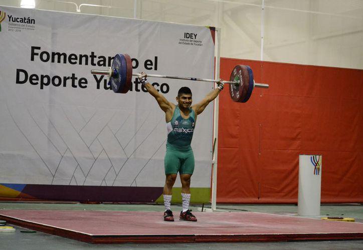Lino Montes se llevo tres oros este domingo. (Daniel Sandoval/ Milenio Novedades)