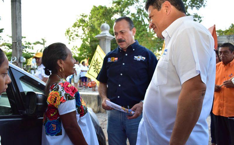 Julián Ricalde, de regreso a Cancún, realizó una serie de reuniones con militantes y simpatizantes. (Redacción)
